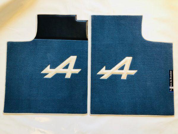 Renault Alpine A310 paire sur-tapis sur tapis bleu