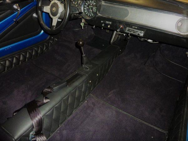 Renault Alpine A110 gr4 groupe 4 Berlinette kit complet noir moquette noir simili partie avant