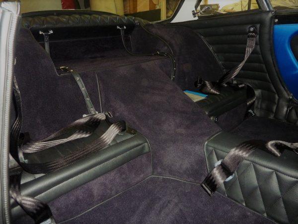 Renault Alpine A110 gr4 groupe 4 Berlinette kit complet noir moquette