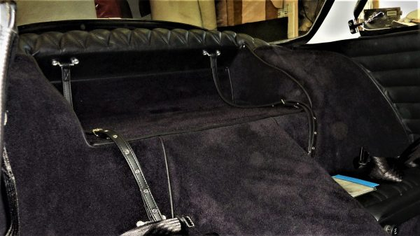 Renault Alpine A110 Berlinette strap has black luggage simili carpet