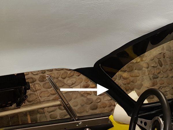 Renault Alpine Berlinette montant de par brise simili