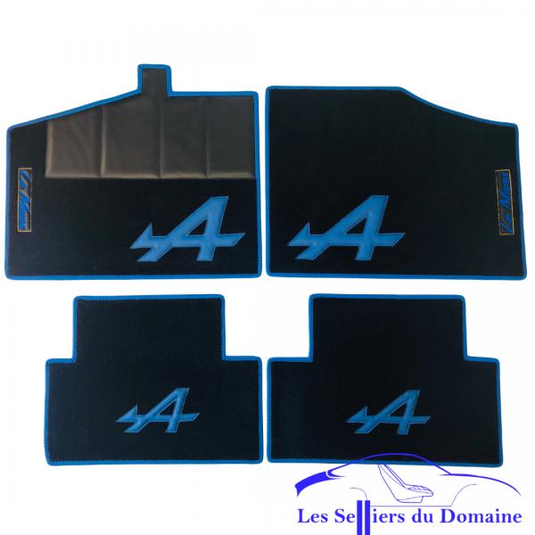 Sur tapis Alpine GTA V6 moquette noire A et tour bleu écusson Le Mans Alpine Renault selleries