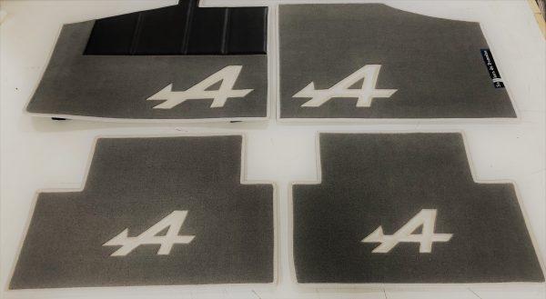 Renault Alpine set sur tapis sur-tapis gris argent blanc nacré