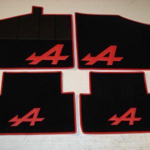Renault Alpine V6GT GTA set sur tapis sur-tapis noir rouge