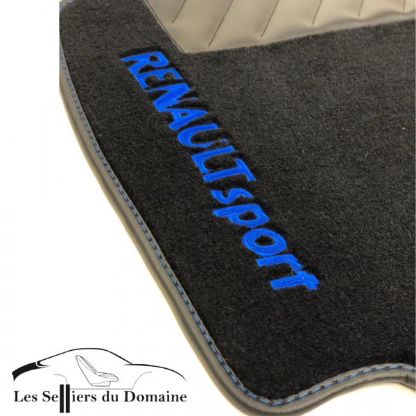 Sur tapis Clio 3RS moquette noire brodé Renault sport en bleu
