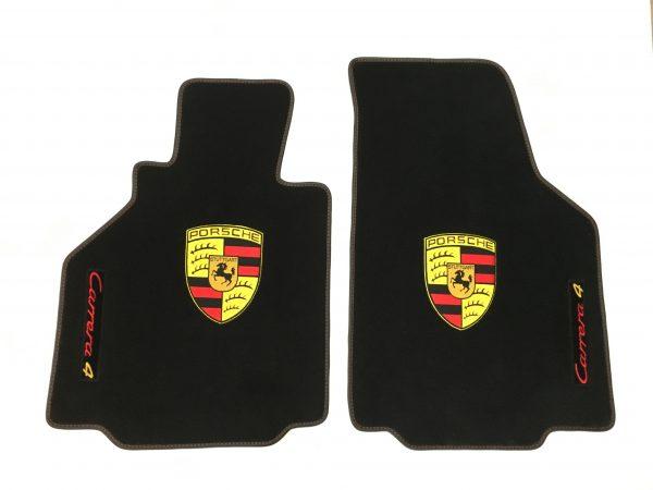 Porsche Carrera 4 écusson sur-tapis sur tapis noir