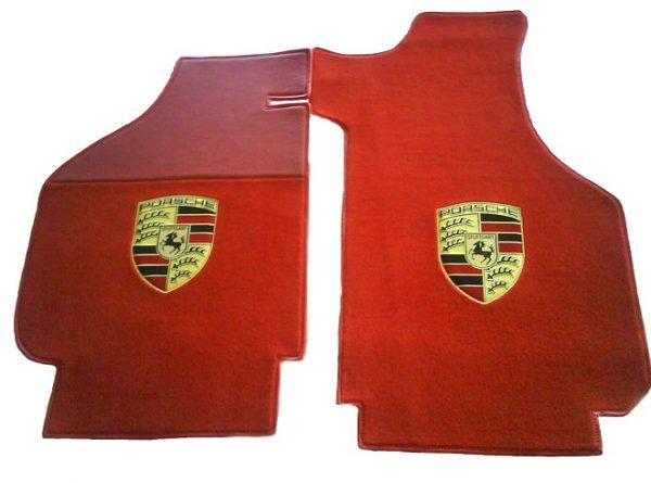 Porsche écusson sur-tapis sur tapis rouge