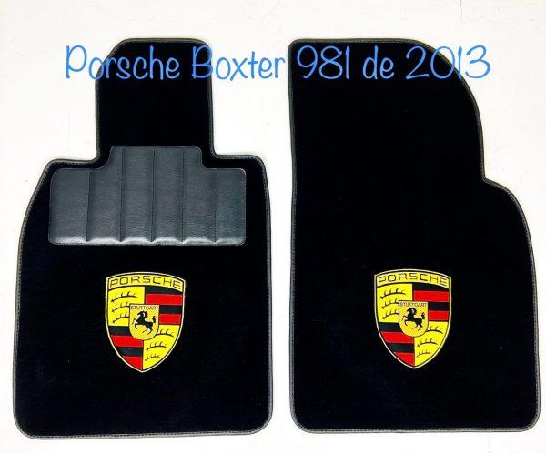 Sur tapis Porsche Boxter moquette noire bordé noir. Ecusson Porsche