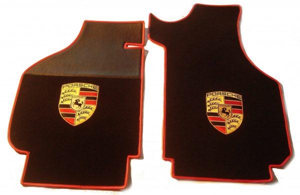 Porsche écusson sur-tapis sur tapis noir rouge