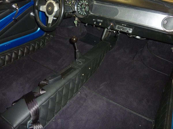 Renault Alpine Berlinette noir passage de roue kit moquette