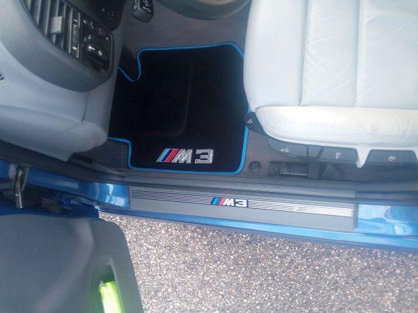 Sur tapis BMW Pack M3 moquette noir bleu
