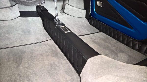 Renault Alpine Berlinette anthracite passage de roue moquette