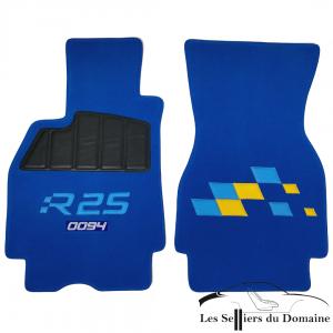 Sur Tapis Megane RS R25 Damiers moquette bleu royal avec numéros de série brodés