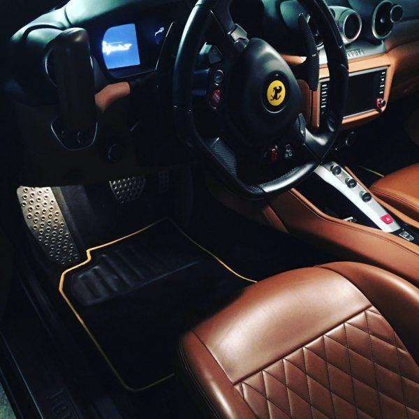 Sur tapis Ferrari